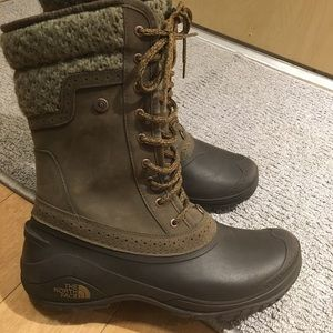 The North Face Shellista mid size green boots